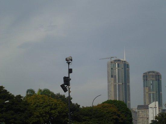 To sa te dwie wieze w parque Central (Torre Este y Oeste)