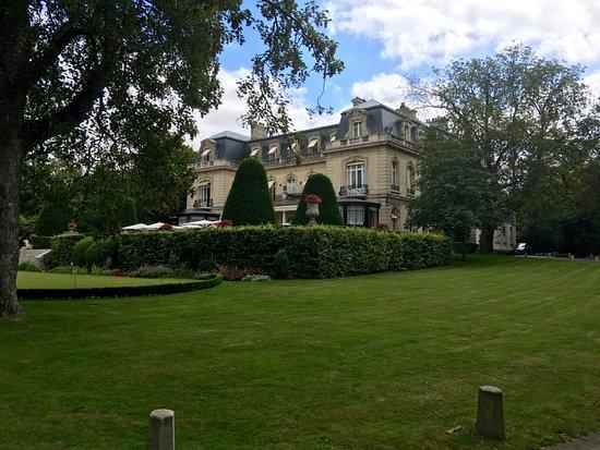 Ap ritif sur la terrasse foto van chateau les crayeres - Jardin des crayeres reims ...
