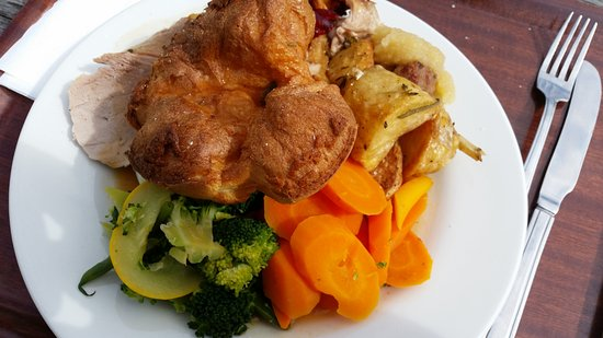 Evanton, UK: Roast pork and a massive Yorkshire pud !