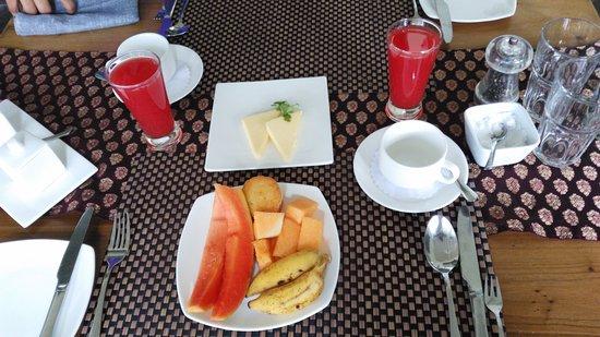 Aanavilasam Luxury Plantation House: Breakfast