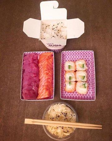 Eat sushi : Menu Sashimi thon/saumon à 18,90€ avec deux accompagnements compris dans le menu(ici riz vinaigr