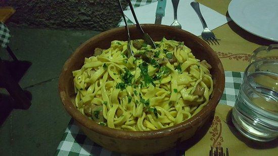 Castiglione di Garfagnana, İtalya: 20160815_205722_large.jpg