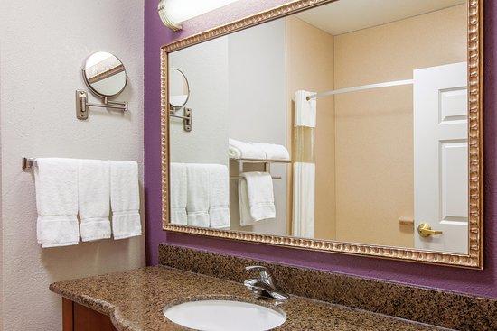 La Quinta Inn & Suites Gainesville: Bathroom