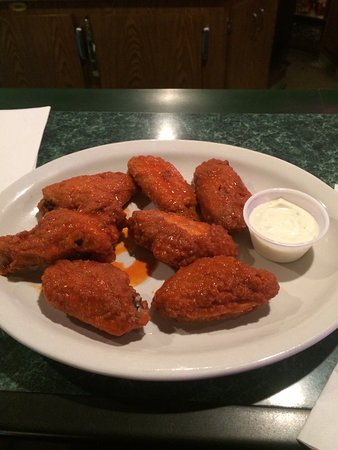 Black River Falls, Ουισκόνσιν: Wings are spicy and delicious!  The blue cheese is decent, not all runny and watery like you fin
