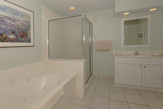 Waterside by Spinnaker Resorts: Bathroom