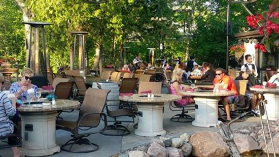 Outdoor dining at the english inn door county wi for Fish creek restaurants