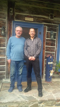 Uxbridge, Kanada: Mike with author Lawrence Hill (Book of Negroes) after stay 3/10/15