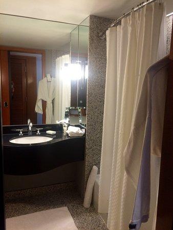 le meridien san francisco wc non spars et baignoire avec un rideau de douche - Separation Baignoire Wc