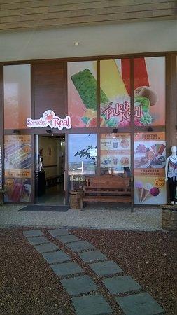 esta e a frente da sorveteria... As paletas sao incríveis e tem varias opçoes de sorvetes e pico