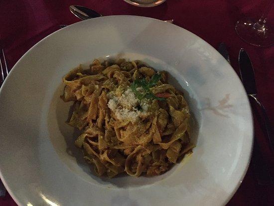 Pirogue Restaurant & Bar: Tagliatelle seafood&curry