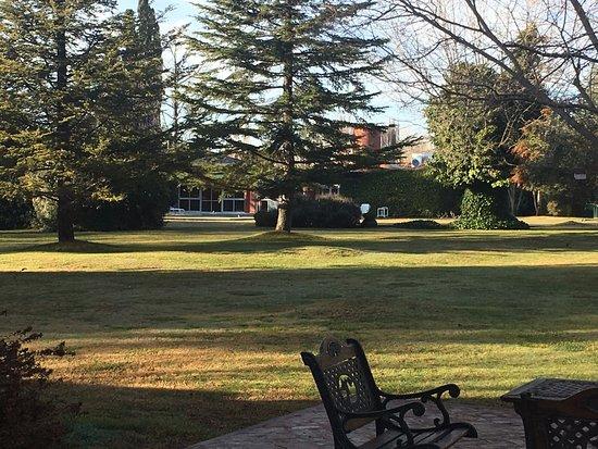 Robles de Besares: Parte del parque de la casa