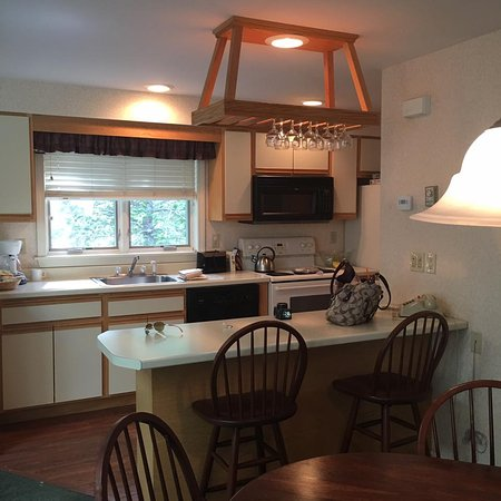 Nordic Village Resort: The kitchen is well stocked with all of the basics for cooking in!