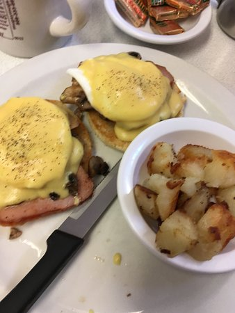 Route 28 Diner: 2 eggs Benedict, and home fries...... Double YUM!!!!
