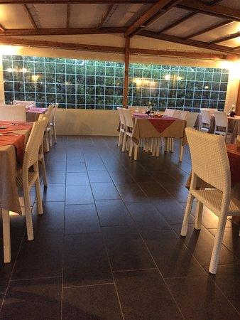 Hosteria Pizzeria La Pennata: Veranda esterna