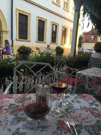 Restaurant Zehntkeller: Schöne Terasse unter alten Glyzinien