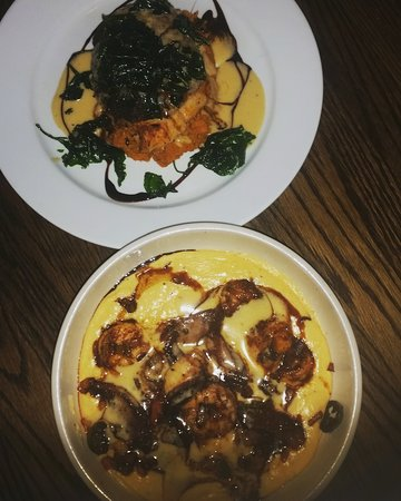 Douglasville, Geórgia: Shrimp and grits, catfish. YUMMY.