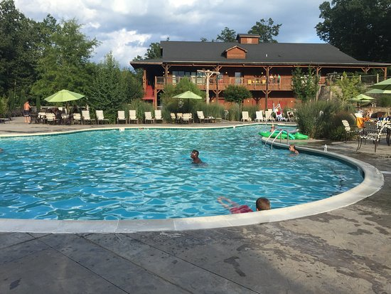 Shenandoah Crossing: Three outdoor pools, one indoor pool a & one at the manor house.