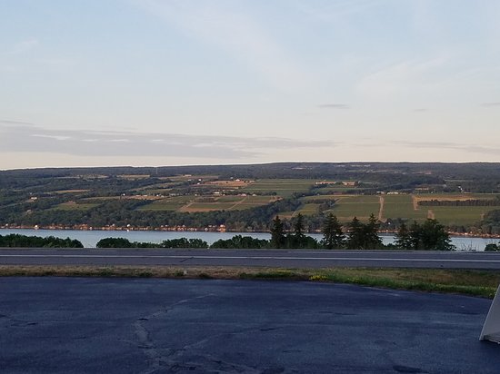 Dundee, Nova York: Spectacular Views of Seneca Lake