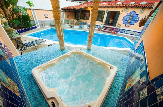 Americas Best Value Inn - Posada El Rey Sol: Area de Alberca y Jacuzzi