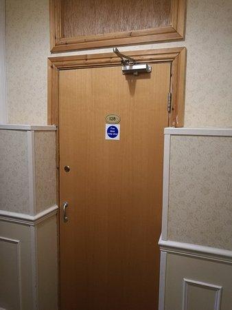 Gwesty'r Marine Hotel: Converted cupboard 128