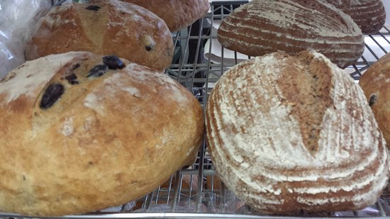 Clarks Summit, Pensilvania: Kalamata olive bread and 100%wholewheat multi grain