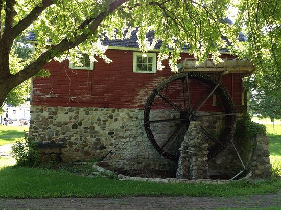Fond du Lac, WI : Beautiful Mill with it's original water wheel.
