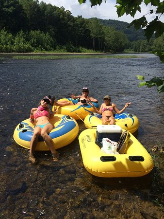 Parsons, Virginia Occidental: Tubing with Blackwater!