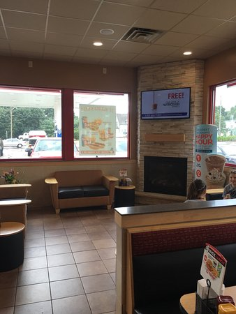Bolivar, OH: Full menu at this location with a TV and comfortable inside and outside seating