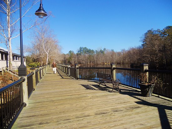 Conway, Carolina Selatan: Places to sit along the way~~~