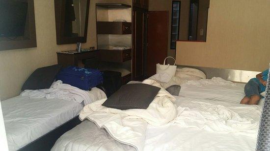 Hotel Tony: Bagno, angolo cottura, camera, terrazzo