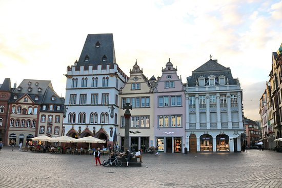 house of the 3 magi and rotes haus bild von hauptmarkt. Black Bedroom Furniture Sets. Home Design Ideas