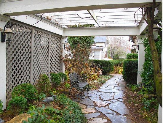 Washington, VA: Courtyard
