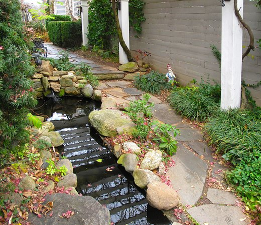 Washington, VA: Courtyard Waterfall