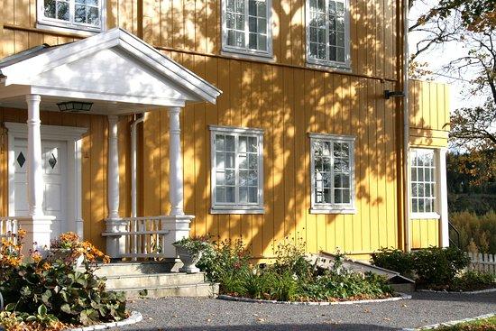 Gran Municipality, Norwegia: Vår gamle hovedinngang i bygg fra 1709