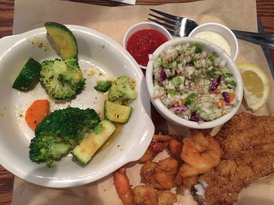 Fish City Grill: Steamed veggies and cole slaw, yum