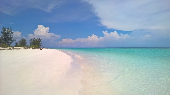"""Kota Kinabalu District, มาเลเซีย: Welcome to Mengalum island, this place is 15 min walk from the """"jetty""""."""