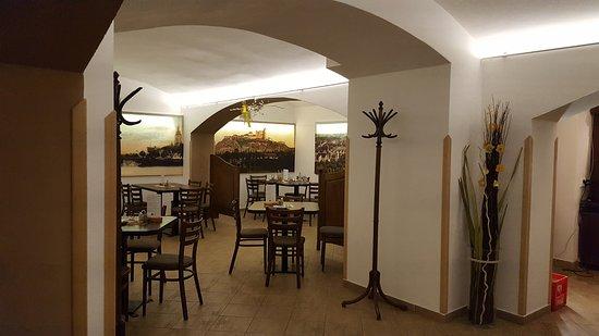 Restaurace Pasaz Velvet: upstairs was much nicer