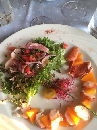 Hotel Restaurant du Port: This lobster with ginger marinated mango was tender and delicious