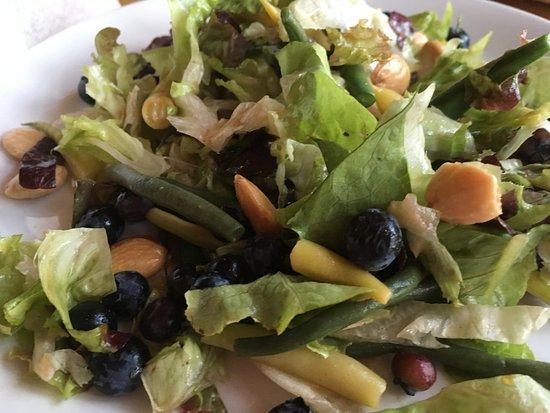 Hampton Falls, NH: Bean, goat cheese salad