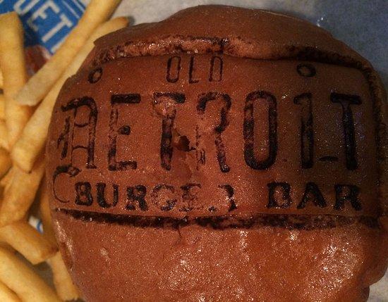 Clawson, ميتشجان: Brand each burger!