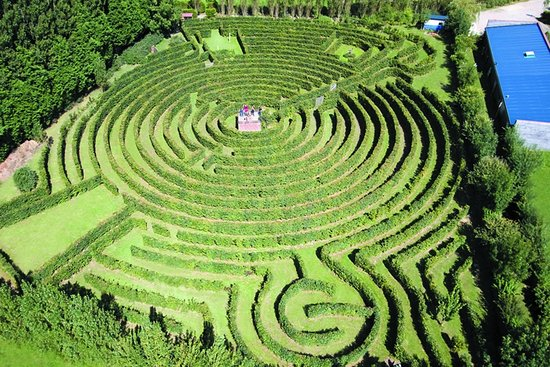 Massy, France : Labyrinthe géant