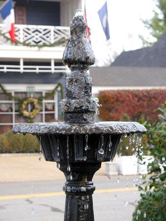 Washington, VA: Parsonage House Fountain