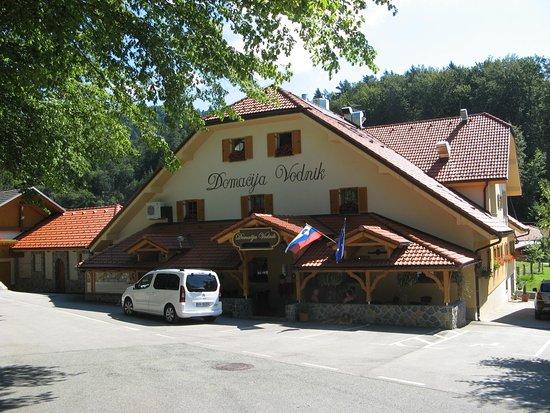 Cerklje, Slovenya: frontansicht der pension