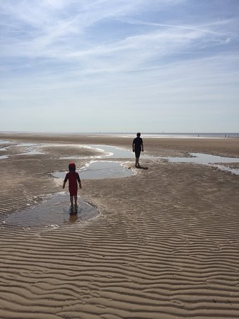 Lytham St Anne's, UK: Beautiful clean open space, highly recommended.