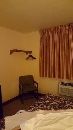 Rodeway Inn: 20160813_230408_large.jpg