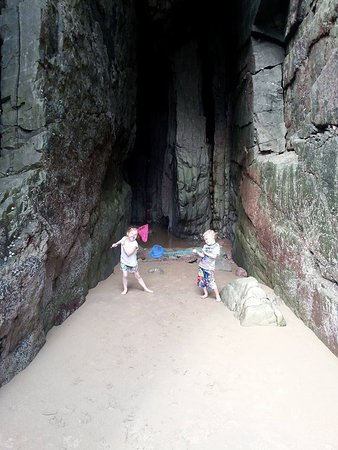 Freshwater East, UK: Cave on the beach