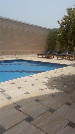 Movenpick Hotel & Apartments Bur Dubai: rooftop pool (Apartments)