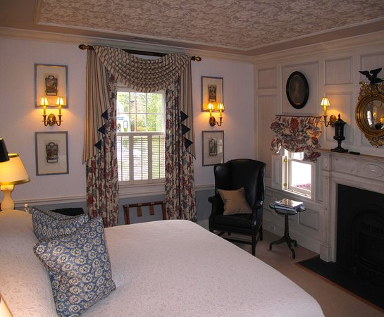 Washington, VA: Parsonage House Bedroom