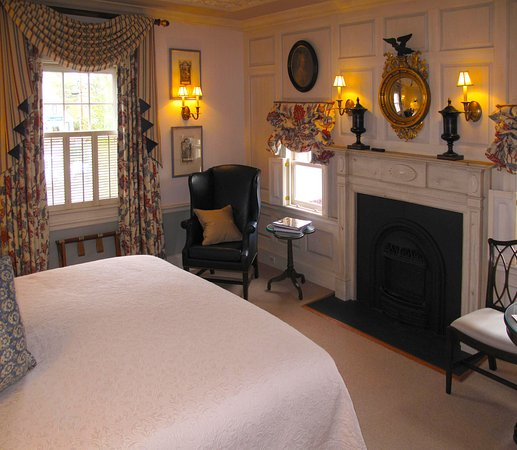 Washington, VA: Parsonage House Bedroom & Fireplace