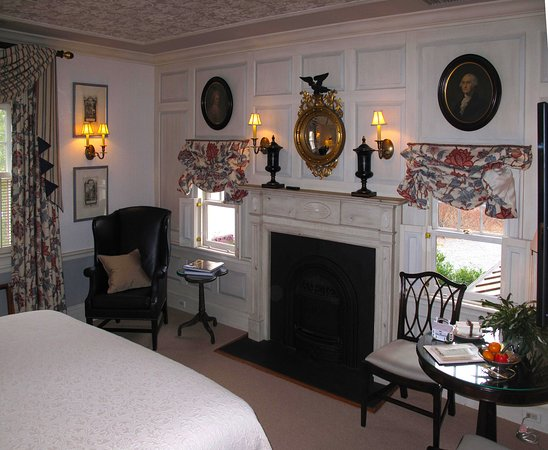 Washington, VA: Parsonage House Bedroom w/ Fireplace & Sitting Areas